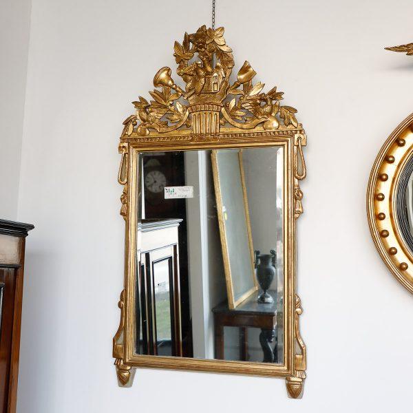 Specchiera rettangolare in legno dorato con celli ornamentali