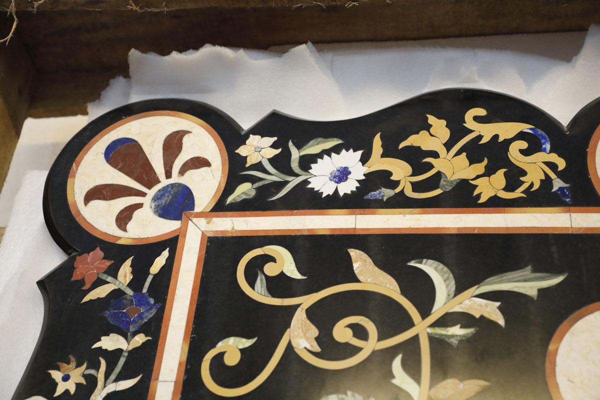 Tavoli Di Marmo Intarsiati : Piano di marmo intarsiato con pietre e bordi smerlati mobili sisi