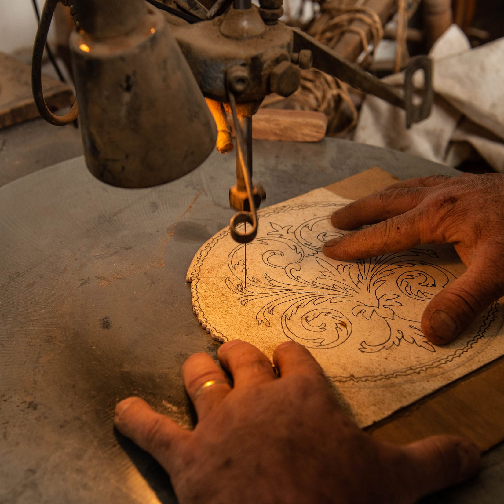 Mobili Sisi Antique Furniture - Restoration