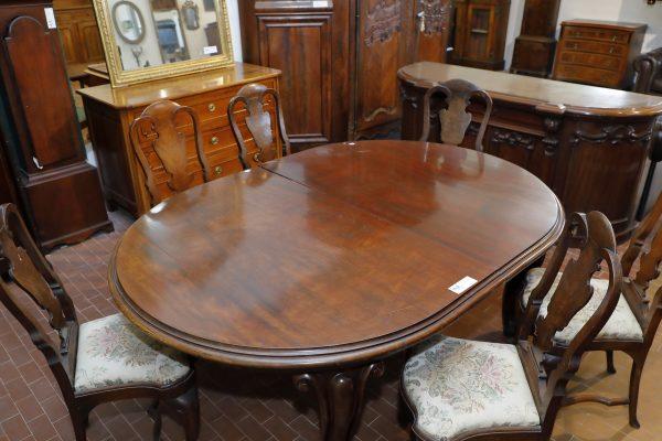 Tavolo ovale allungabile con gambe mosse .Origine Inglese Epoca Vittoriana - Tavoli e Scrittoi